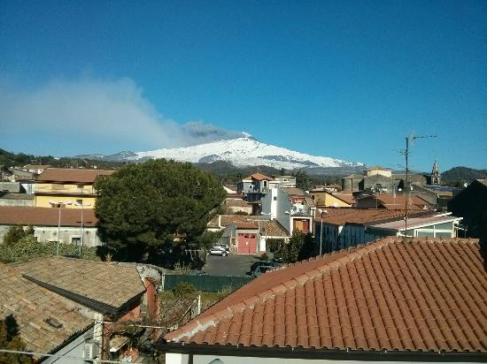 The House of the Poet Etna: L'Etna visto dalla camera.