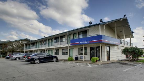 Motel 6 Des Moines South - Airport: Exterior