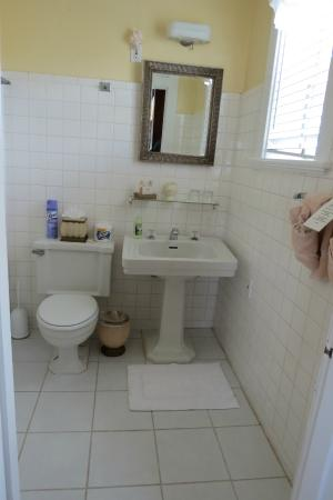 Beachfront Bed & Breakfast: Cute Bathroom