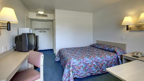 Motel 6 Des Moines South - Airport: Geust Room