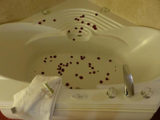Grand Hotel & Spa: From the Romance Package: Rose pedals in the Jacuzzi and on the bed when we arrived.