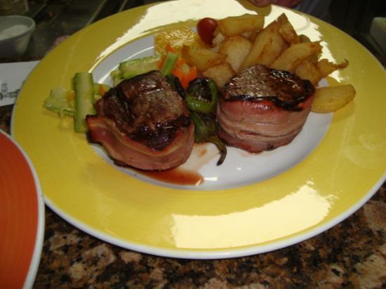 Restaurante Grill El Cenador: Filemiñon con  dos  salsa bernesa champiñones