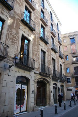 Fa ade carrer d 39 aviny foto di aparthotel arai for Appart hotel 63