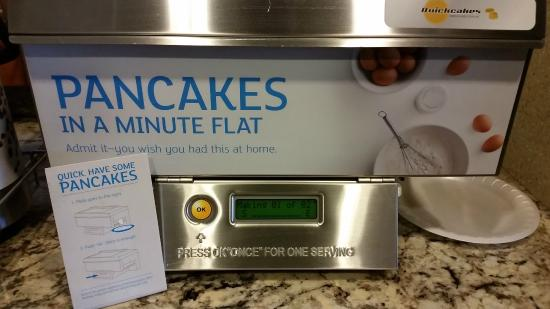 Holiday Inn Express Orlando - South Davenport: hot and fresh pancakes at the touch of a button