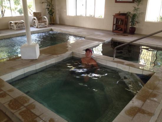 Innot Hot Springs, Australien: Indoor pools (no children allowed)