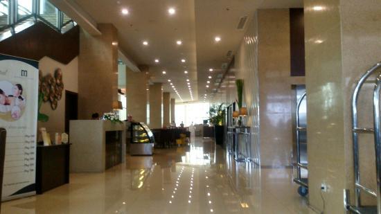 Breakfast buffet picture of mandarin plaza hotel cebu - Mandarin hotel cebu swimming pool ...