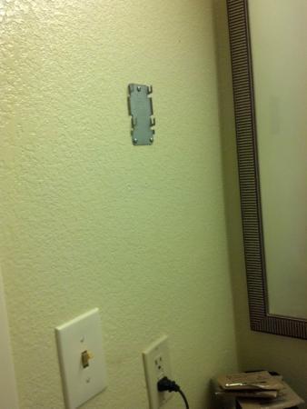 Quality Inn & Suites Birmingham Highway 280: missing hair dryer