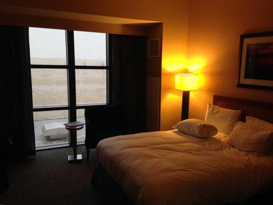 Hilton Shreveport : room