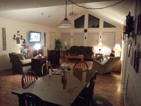 Cosby Creek Cabins: Inside Kate cabin
