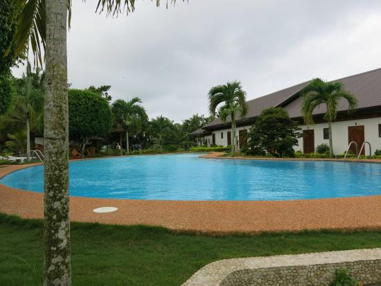 Kasai Village Dive & Spa Resort: Pool looking at Seaview rooms
