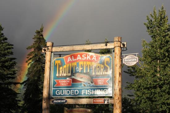 Alaska Troutfitters Lodge: Alaska Troutfitters Fly Shop