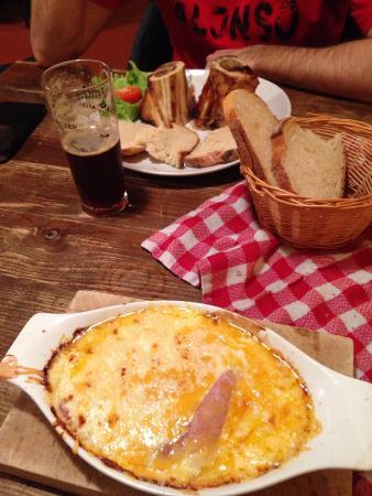"""Taverne Le Bruegel : Entrées : """"os à moelle """" et """" welsh """" , trop bon !! ��"""