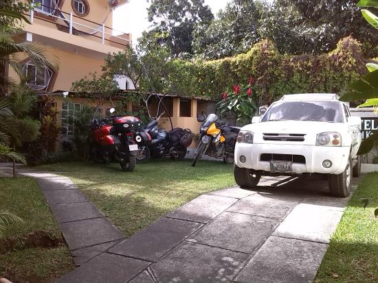 Hotel Tepepul Kaan: Parking