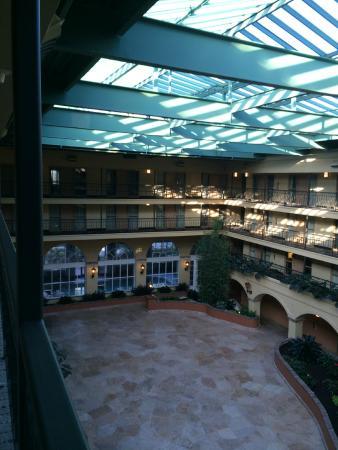 Embassy Suites by Hilton Hotel Los Angeles International Airport South: Visão Interna