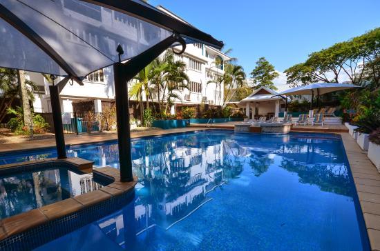 BeachView Apartments at Villa Paradiso : Heated Pool & BBQ Area