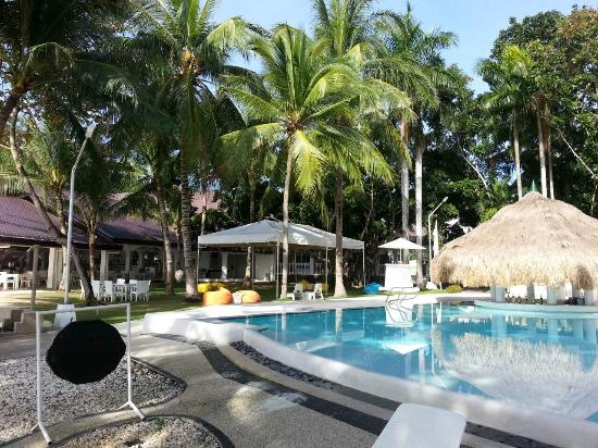 Pacific Cebu Resort: Adult Outdoor Pool by the beach