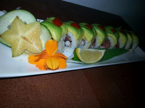 Noche: Spicy Tuna Roll