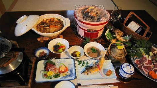 Kawai Inn : 奥三河 山の幸会席膳 一例