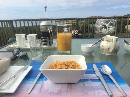 Esperance B & B by the Sea: Breakfast on the deck