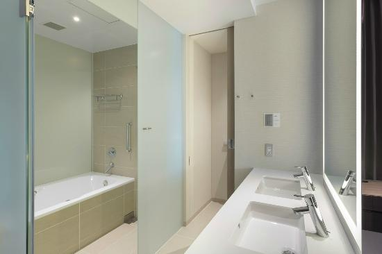 Bathroom - Picture of Millennium Mitsui Garden Hotel Tokyo, Chuo ...