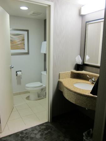 Courtyard Seattle Kirkland: Bathroom