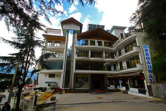 Broadways Inn Manali : Hotel outside view