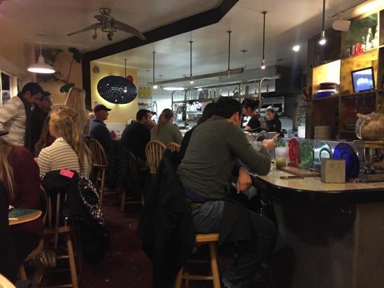 242 Cafe Fusion Sushi: Cozy