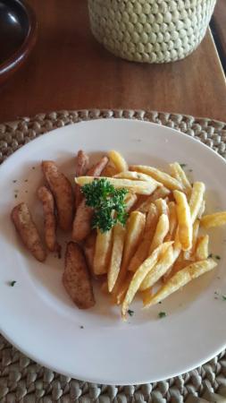 Leonardo's Restaurant: Chicken fingers and fries.. yum yum