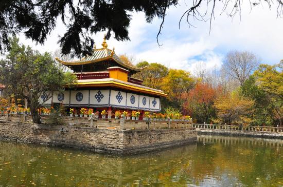 Norbulingka (Precious Stone Garden)