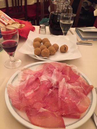 Trattoria Da Felice Di Colacillo Maria Grazia: Прошутто и оливки в кляре