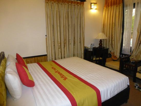 Thanh Noi Hotel: room