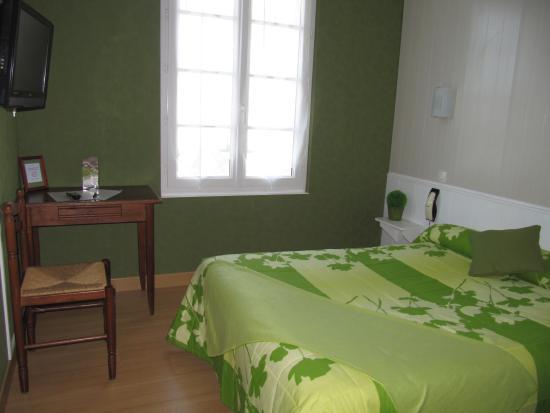 la sterne hotel saint gilles croix de vie france voir les tarifs et 72 avis. Black Bedroom Furniture Sets. Home Design Ideas