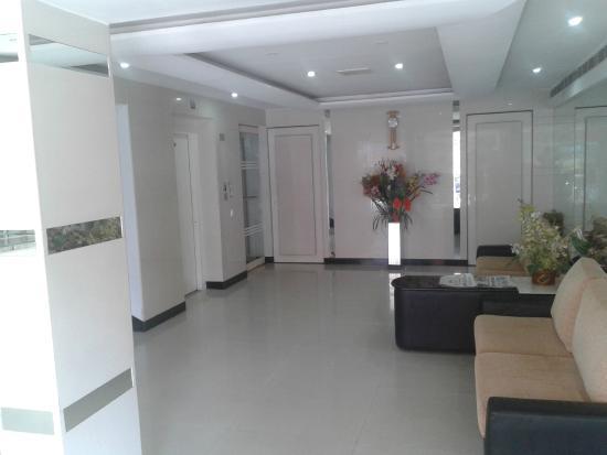 Lotus A Pondy Hotel: Inside