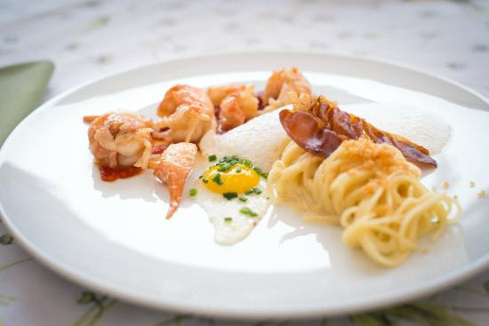 Freihaus Brenner: Our chefs loves to interpret classics in a new way, here: Spaghetti Carbonara
