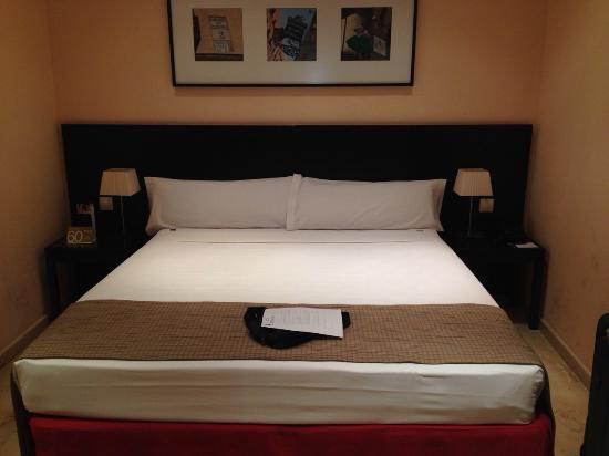 Hotel Exe Suites 33 : Зона с кроватью