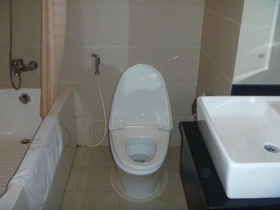 Gold Hotel Hue: Bathroom