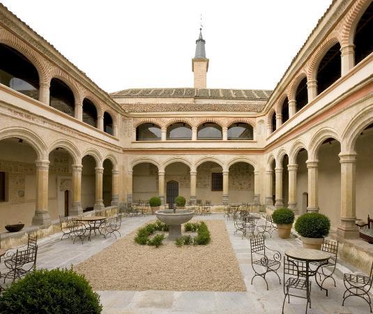 San Antonio El Real: Jardín Claustro del Siglo XV