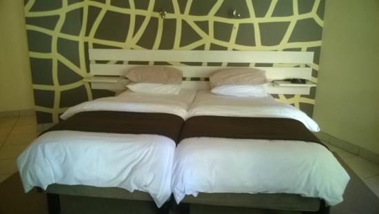 Malherbe Guesthouse: Zimmer mit extra langen Betten