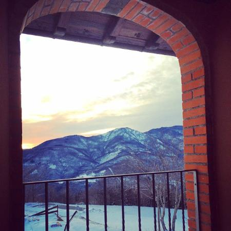 Il Serrino : Questa è la vista dal piano superiore, il mio soggiorno è stato nel momento più bello, Nevicata