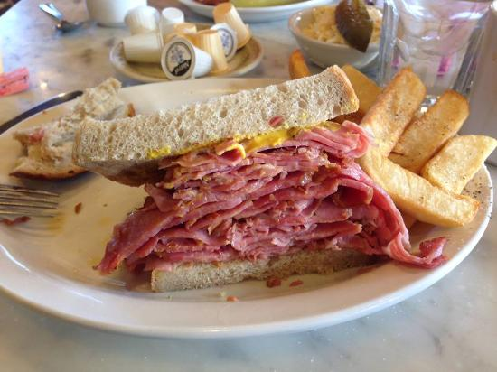 Montreal Delicatessen & Family : Smoked Meat Sandwich