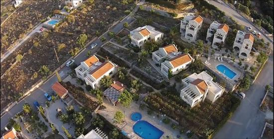 St. George's Retreat Village: Air view of the villas