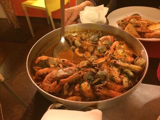 Trattoria Lo Cherippo: Zuppa di pesce per due!