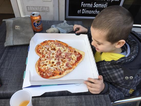 Pizza Fifi: Chez fifi c'est que de l'amour !! Venez pizza faites avec amour et en plus de sa excellente comm