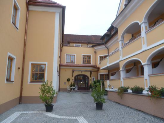 Hotel Zum Schwarzen Bären: l'ingresso