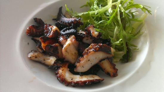 Nikolas tis Schinoussas : Gegrilde octopus zeer goed van smaak