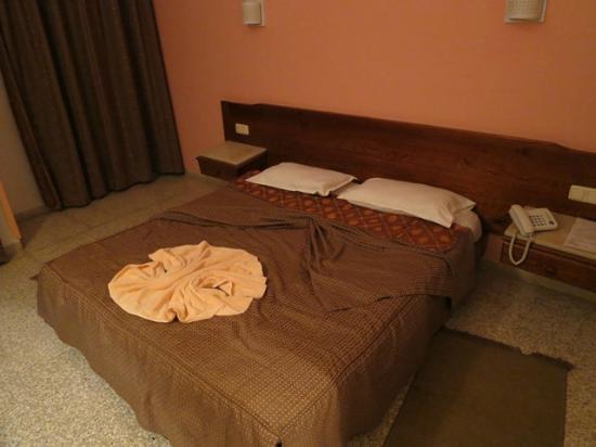Amina Hotel : 1人で使うなら十分な広さ。