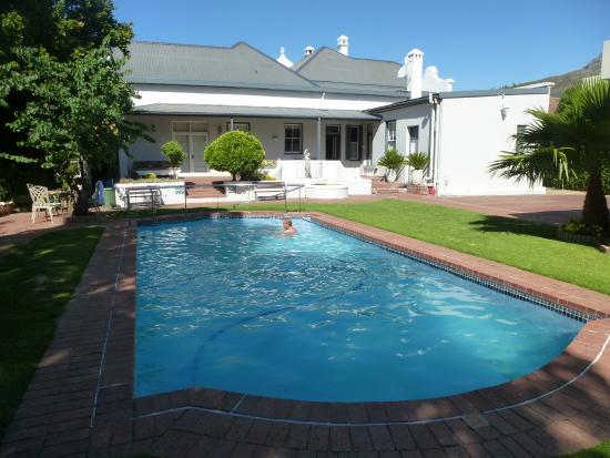 Caledon Villa: Garten mit Pool