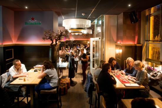 Grand Cafe Tax: Interieur Restaurant Tax
