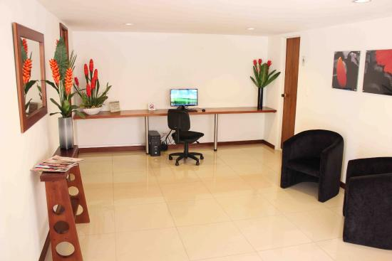 Alcazar de Oviedo Status - Suites: Business Center