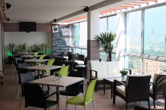 Novelty Suites Hotel: Piso 15 Bar-Lounge